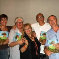 Con la scrittrice Sara Favarò e altri amicie amici.